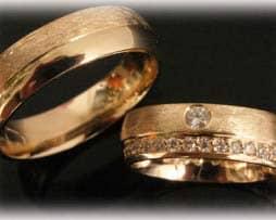Trauringe Eheringe IM395, 42 Diamanten 0,60ct, Brillantkranz Infinity, Gelbgold, eismatt 1