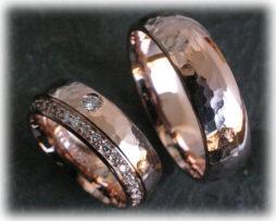 IM125 Gehämmerte Eheringe IM525 mit 42 Diamanten - 0,55ct aus Rotgold a