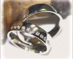 IM537,  Trauringe Eheringe Weissgold diamanten poliert