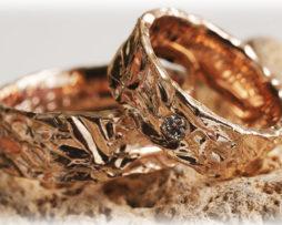 Gehämmerte Trauringe IM223 mit Diamanten aus Rosegold a