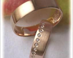 IM223 Trauringe rotgold diamanten