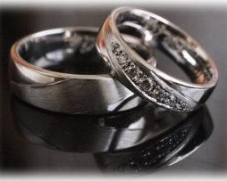 Exklusive Trauringe IM247 mit 7 Diamanten aus Platin 600 a