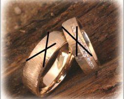 IM254 ringe Hochzeit partnerringe gelbgold gehaemmert
