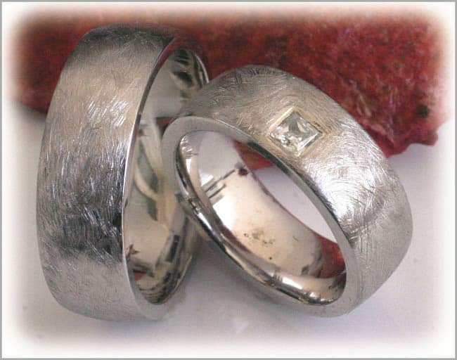Eheringe weißgold matt breit  Trauringe/Eheringe IM296, 1 Princess Diamant - 0,15K, Weißgold