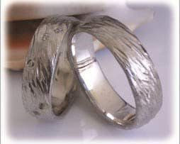 IM298 ausgefallene new trauringe gehaemmert weissgold 585 diamanten
