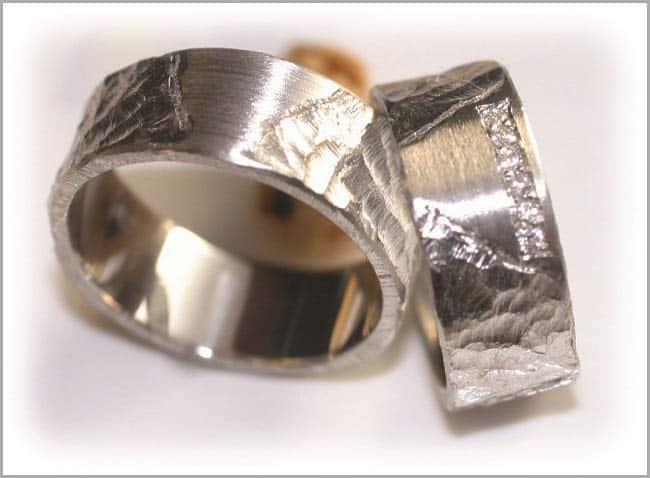Trauringe gehaemert Katalog - Trauringe Gold