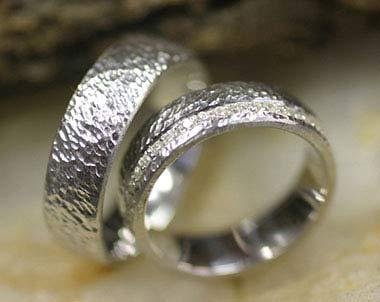 IM292 ausgefallene eheringe mit diamanten gehämmert