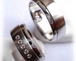 IM206-TrauringeEheringe-5-Diamanten-005K-Weißgold-oder-Platin-600950-längsmatt-poliert.jpg