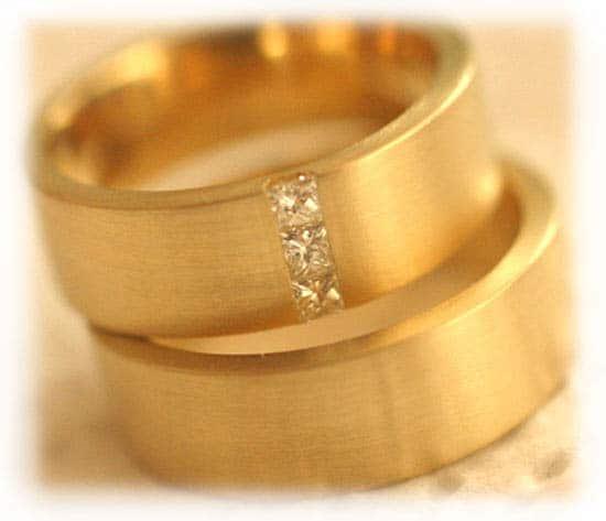 Eheringe gold mit 3 diamanten  Trauringe/Eheringe IM268, 3 Princess Diamanten - 0,21K, Gelbgold