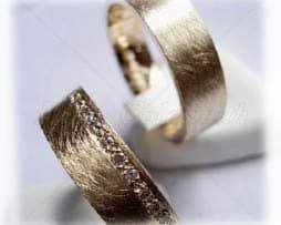 IM312-TrauringeEheringe-11-Diamanten-011K-Gelbgoldeis-matt.jpg
