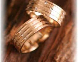 ausgefallene trauringe-eheringe-diamanten-Gelbgold-IM313.jpg
