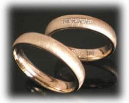 IM347 hochzeitsringe gehaemmert gelbgold glanz diamanten