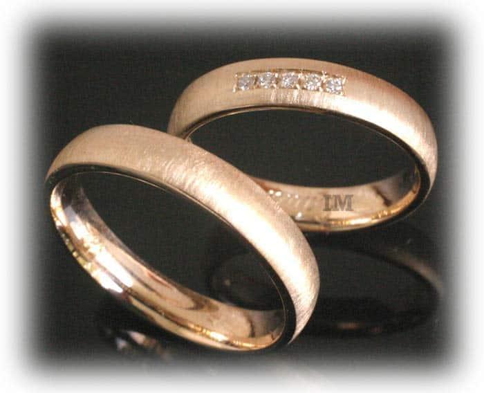 Eheringe gold mit 5 diamanten  Trauringe/Eheringe IM347, 5 Diamanten - 0,07K, Gelbgold, quermatt