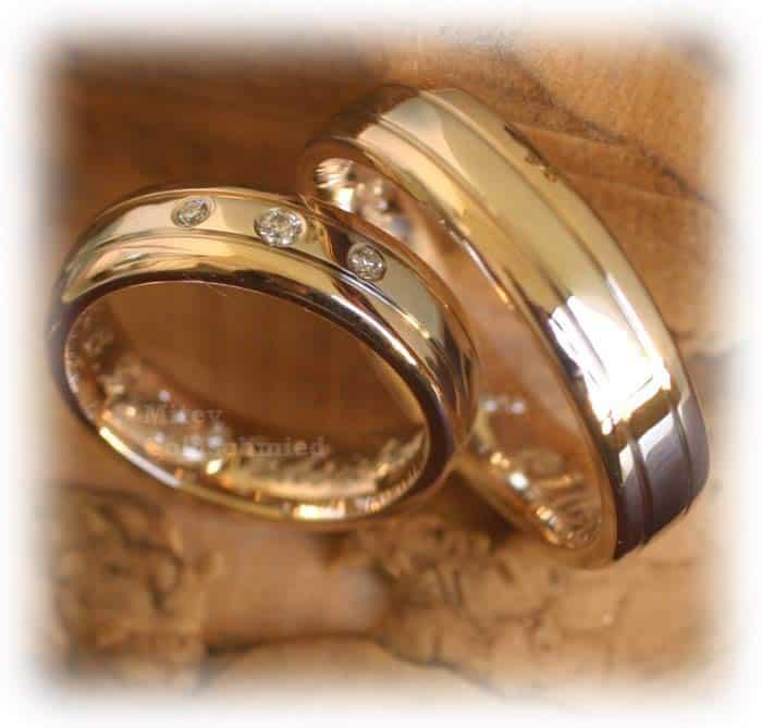 Eheringe gold mit 3 diamanten  Trauringe/Eheringe IM332, 3 Diamanten - 0,04ct. Gelbgold und ...