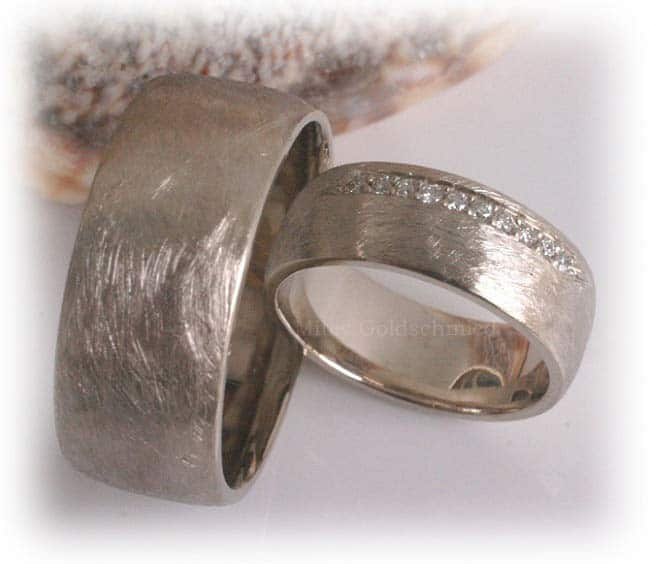 Trauringe weißgold eismatt  Trauringe/Eheringe IM338, 10 Diamanten - 0,15ct. Weißgold