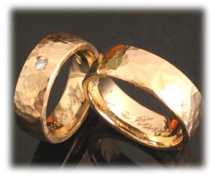 Trauringe Eheringe Im359 Gehaemmert Aus Gelbgold Mit Diamant