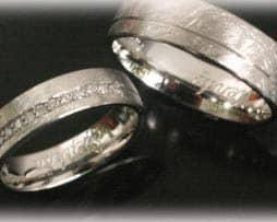 Trauringe Eheringe IM396, 11 Diamanten - 0,15ct, eismatt in Weißgold oder Platin