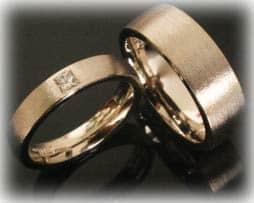 Trauringe Eheringe IM384, 1 Princess Diamant - 0,15K, Graugold oder Platin, mattiert