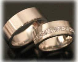 Trauringe Eheringe IM386, 13 Princess Diamanten - 1,3ct Weißgold oder Platin, feinmatt