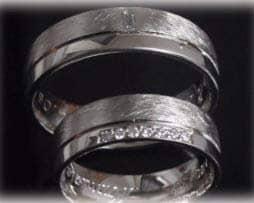 im278-trauringe-eheringe-mit-baguette-diamant-eismatt-aus-weissgold-585