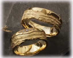 IM105 TrauringeEheringe aus Gelbgold 5 Diamant 0,08ct, ausgefallen gehämmert b