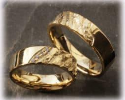 IM112 Trauringe Eheringe mit Diamanten, Gelbgold 585 gehämmert, poliert