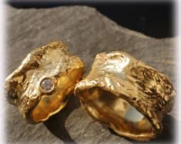 IM115 Eheringe Trauringe aus Gelbgold 585 mit 0,15ct. Diamanten, gehämmert