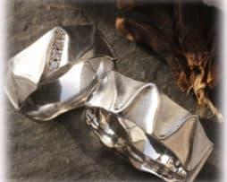 IM117 Eheringe Weißgold oder Platin 600 gehämmert mit Diamanten a