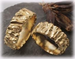 IM118 Klassische Eheringe aus Gelbgold 585, gehämmert und ausgefallen