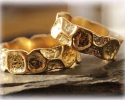 IM121 Eheringe mit Diamanten 0,08ct, aus Gelbgold 750 gehämmert matt 2
