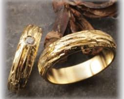 TrauringeEheringe IM108 mit Diamanten, ausgefallen, gehämmert Gelbgold 750