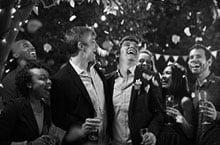 Bitte mit Kamera und Video lächeln - Hochzeitsplaner online Checkliste